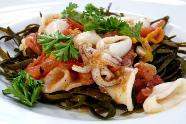 kelp noodles mit meeresspaghetti und tomaten algenladen. Black Bedroom Furniture Sets. Home Design Ideas
