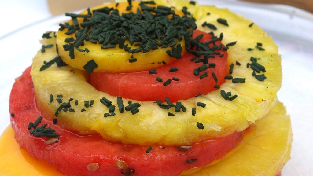 Obst und Spirulina