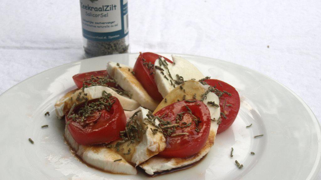 Tomate und Mozzarella mit deftiger Algen-Würzung