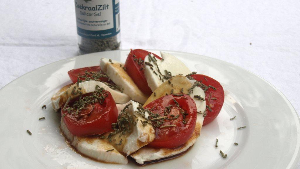 Mozzarella und Tomate mit deftiger Algen-Würzung