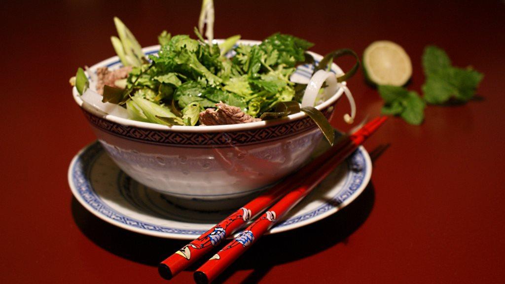 Vietnamesische Phô mit Rindfleisch und Kombu