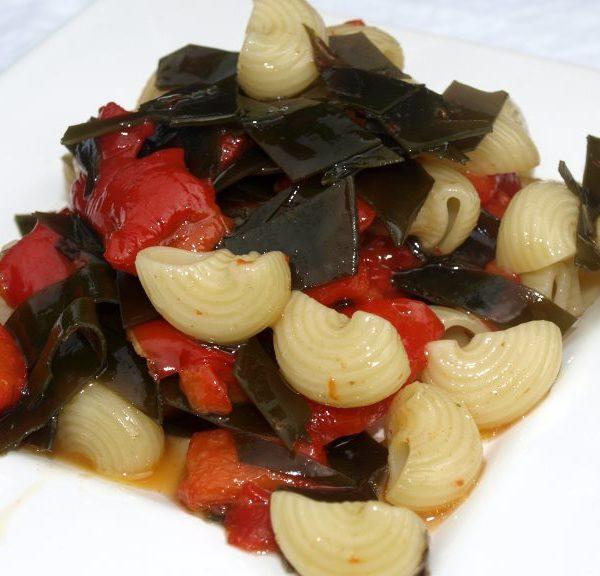 Nudelsalat mit Kombu und Spitzpaprika