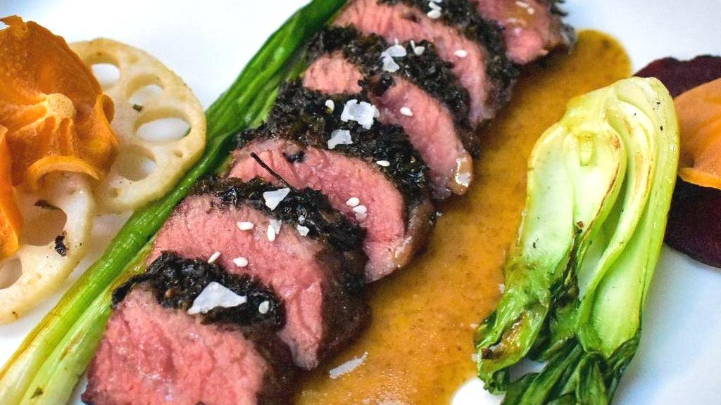 Koranisches Galbi-Steak unter der Nori-Kruste