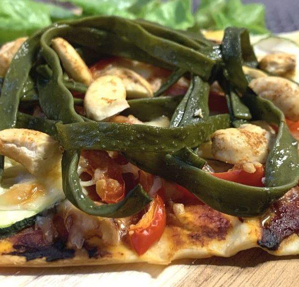 Pizza Frutti di VegaMare mit Meeresspaghetti